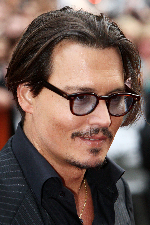 Does Johnny Depp Wear Glasses